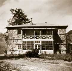 and facade of the Roerichs' house in Kulu. 1920 – 1940s.