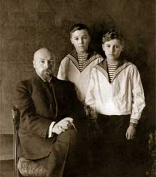 N. Roerich with his sons. 1914 – 1915