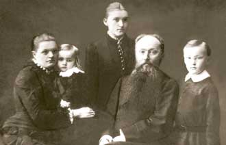 The Roerich family (from the left): Maria Vassilievna  